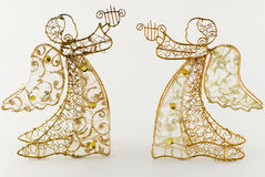 Zwei goldene Engel mit Harfe Stockbilder