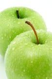 Zwei grüne Äpfel Stockfotos