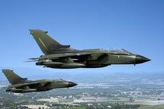 Zwei grüne Kampfflugzeuge Stockbilder