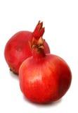 Zwei Granatäpfel auf weißem Hintergrund Lizenzfreie Stockbilder