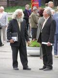 Zwei grey-headed ältere Männer sprechen Lizenzfreie Stockfotografie