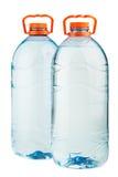 Zwei große Plastikwasserflaschen Stockbild