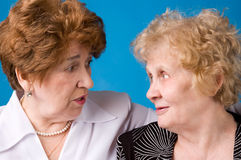 Zwei Großmütter. Stockfoto