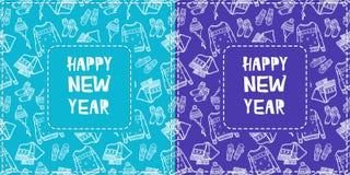 Zwei Grußkarten mit der gezeichneten Hand kopieren Kleidungselemente der neuen Jahre Weißer Entwurf auf hellem Farbhintergrund Stockbilder