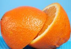Zwei Hälften der Orange lizenzfreies stockfoto