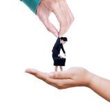 Zwei Hände, die Angestellten übertragen stockfoto