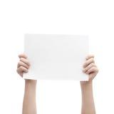 Zwei Hände, die Blatt Papier A4 halten Stockfotografie