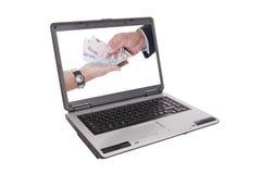 Zwei Hände, die Geld anhalten lizenzfreie stockbilder