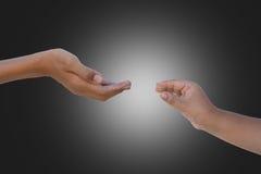 Zwei Hände, die heraus erreichen Lizenzfreie Stockfotografie