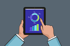 Zwei Hände, die Tablette mit Geschäftsdiagramm und -diagramm halten Geschäftsberichtillustration Flache Linie Artdesign Vektor Il Stockfotos