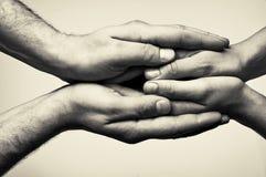 Zwei Hände - Sorgfalt Stockfoto