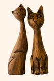 Zwei hölzerne Katzen Lizenzfreie Stockbilder