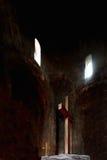 Zwei hölzerne sehr alte Kreuze Stockbilder