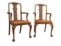 Zwei hölzerne Weinlese-Stühle Lizenzfreie Stockbilder