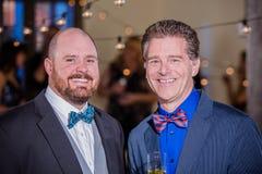 Zwei hübsche lächelnde reife Männer stockbild