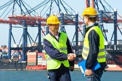 Zwei Hafenarbeiter Lizenzfreies Stockbild