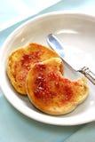 Zwei halbe Muffins. Lizenzfreies Stockfoto