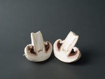 Zwei halbe Pilze Lizenzfreies Stockfoto
