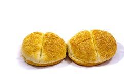 Zwei Hamburgerbrötchen groß an Größe Stockfotografie