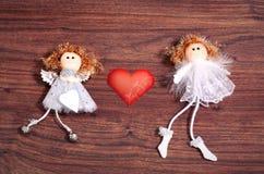 Zwei handgemachte Engel in der Liebe Lizenzfreie Stockfotografie