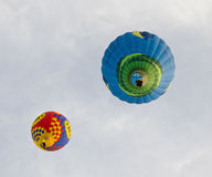 Zwei Heißluft-Ballone Stockfoto