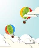 Zwei Heißluftballone in den Wolken Lizenzfreies Stockfoto
