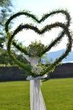 Zwei Herzen als Symbol einer Hochzeit Stockbilder