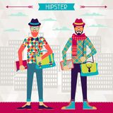Zwei Hippies auf städtischem Hintergrund im Retrostil Lizenzfreies Stockfoto