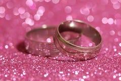 Zwei Hochzeits-Ringe Stockfoto