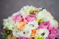 Zwei Hochzeits-Ringe Lizenzfreie Stockfotos
