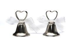 Zwei Hochzeitsglocken getrennt auf weißem Hintergrund Lizenzfreies Stockbild