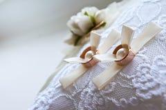 Zwei Hochzeitsringe Lizenzfreies Stockbild