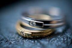 Zwei Hochzeitsringe Stockfotografie
