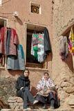 Zwei iranische Frauen im Bergdorf, Abyaneh, der Iran Lizenzfreies Stockfoto