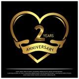 Zwei Jahre Jahrestag golden Jahrestagsschablonenentwurf für Netz, Spiel, kreatives Plakat, Broschüre, Broschüre, Flieger, Zeitsch lizenzfreie abbildung