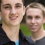 Zwei jugendlich Jungen Stockfotos