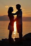 Zwei Jugendliche auf dem Strand I Stockbilder