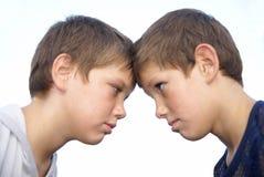 Zwei jugendliche Freunde lizenzfreie stockfotografie
