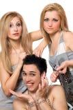 Zwei junge blonde und ein Kerl in den Ketten Stockfotos
