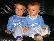 Zwei junge Brüder Stockbilder