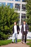 Zwei Junge businessme stockfotografie