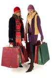 Zwei junge Einkaufenfrauen Lizenzfreies Stockbild