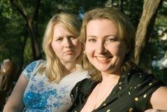Zwei junge Frauen Lizenzfreie Stockbilder