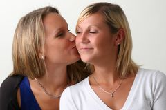 Zwei junge Freundinnen Lizenzfreies Stockfoto