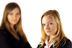 Zwei junge Geschäftsfrauen Lizenzfreie Stockfotografie