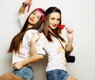 zwei junge hübsche Hippie-Mädchen Lizenzfreies Stockbild