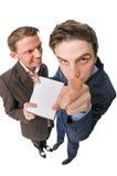 Zwei junge Leute, die DVDs für Verkauf anbieten Lizenzfreie Stockfotos