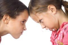 Zwei junge Mädchen im Argument Lizenzfreie Stockfotos