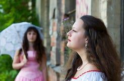 Zwei junge schöne Frauen Lizenzfreie Stockbilder