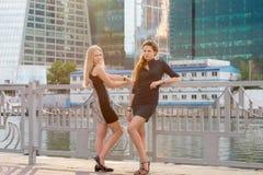 Zwei junge schöne Mädchen Lizenzfreies Stockbild